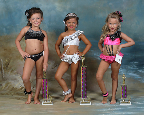 Five to six year old winners are Allison Marie Etheridge, first place, daughter of Michael and Tracy Etheridge; Braxli Patten, second place, daughter of Nicole and Kendall Patten; and Allie Shelton, third place, daughter of Timmy and Daniella Shelton.