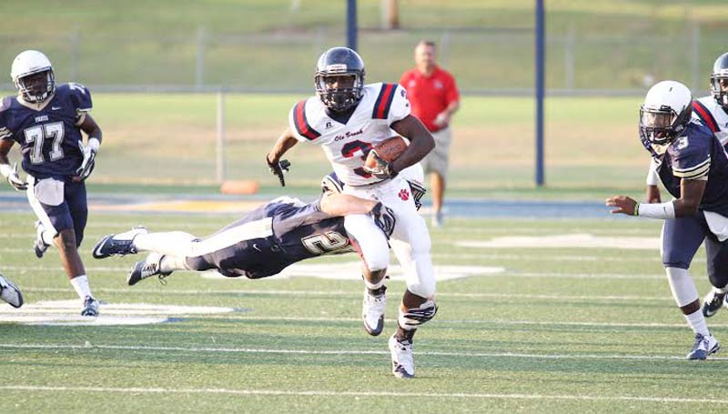 DAILY LEADER / APRIL CLOPTON / Brookhaven runningback Thomas Poole (3) escapes from an tackle Friday night in scrimmage action at Pearl.