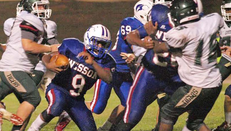 DAILY LEADER / TRACY FISCHER / Wesson runningback Cornelius Barlow (9) looks for some running room in Friday action against McLaurin.