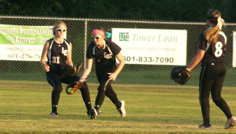 Daily Leader / Jana Harp / Lawrence County Callie Fortenberry (7) makes a great catch in the outfield against West Lincoln Thursday night.