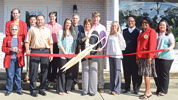 Photo by Kaitlin Mullins / Chamber members and the employees of Hometown Credit recently celebrated its ribbon cutting. Hometown Credit is located at 506 Brookway Boulevard. Pictured are (Back row, from left) Jason Snider, Garrick Combs, Time White, Stephen Binning, Cam Fielder, Stanley Dixon, Brenda Henderson and Tiffany Mullins; (front row) Catherine Dickey, Richard Huye, LeAnn Bell, Rhonda Fielder and Taylor Crews.