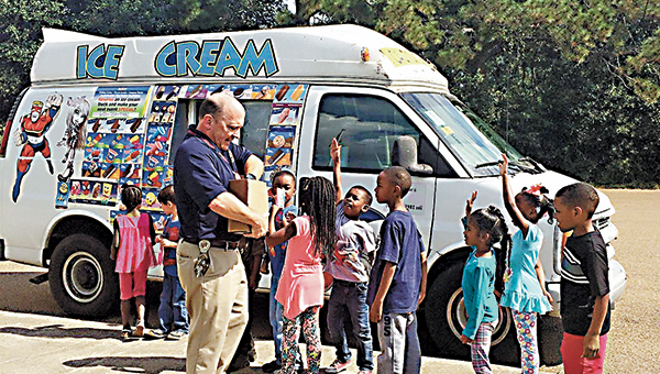 Mamie Martin Principal Rob McCreary hands out popsicles to AR reward achievers sponsored by PTA.